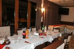 Наредена празнична маса за добра компания
