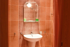 Тоалетна и баня в бежово