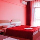 Стая в красив тъмно-розов цвят