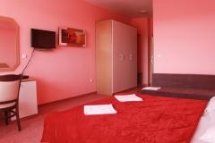 Розова стая с двоно легло