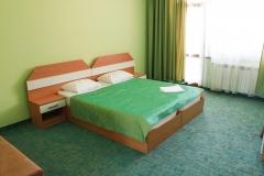 Двойно, голямо легло в зелено